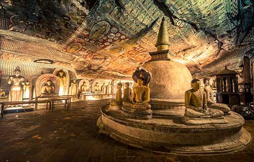 Het authentieke Ceylon is een weelderig eiland, waar de oude tempels en overweldigende groene natuur door de kolonisten als een ware schatkamer werd gezien.